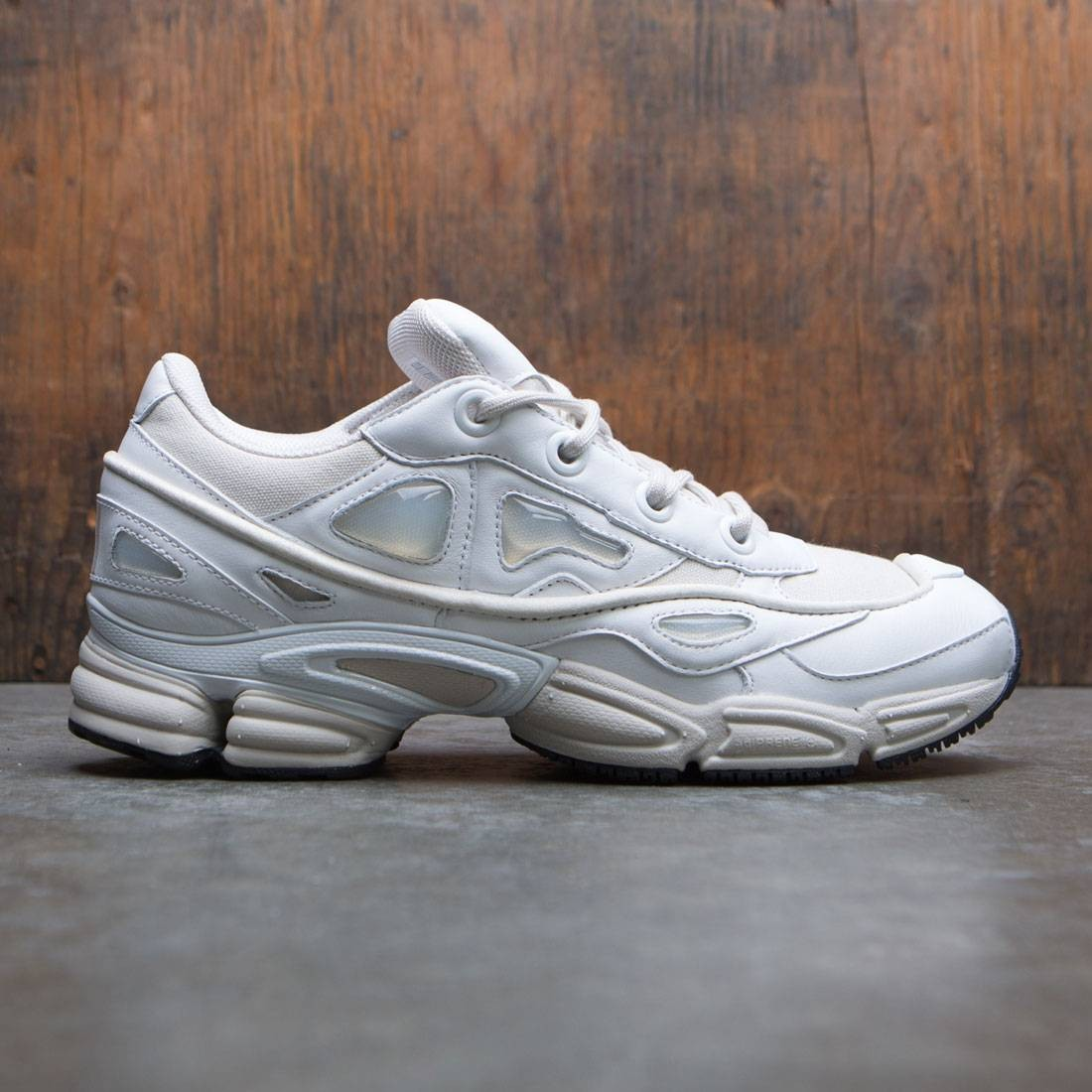 【海外限定】アディダス 靴 スニーカー 【 ADIDAS X RAF SIMONS MEN OZWEEGO III WHITE TALCS FOOTWEAR 】