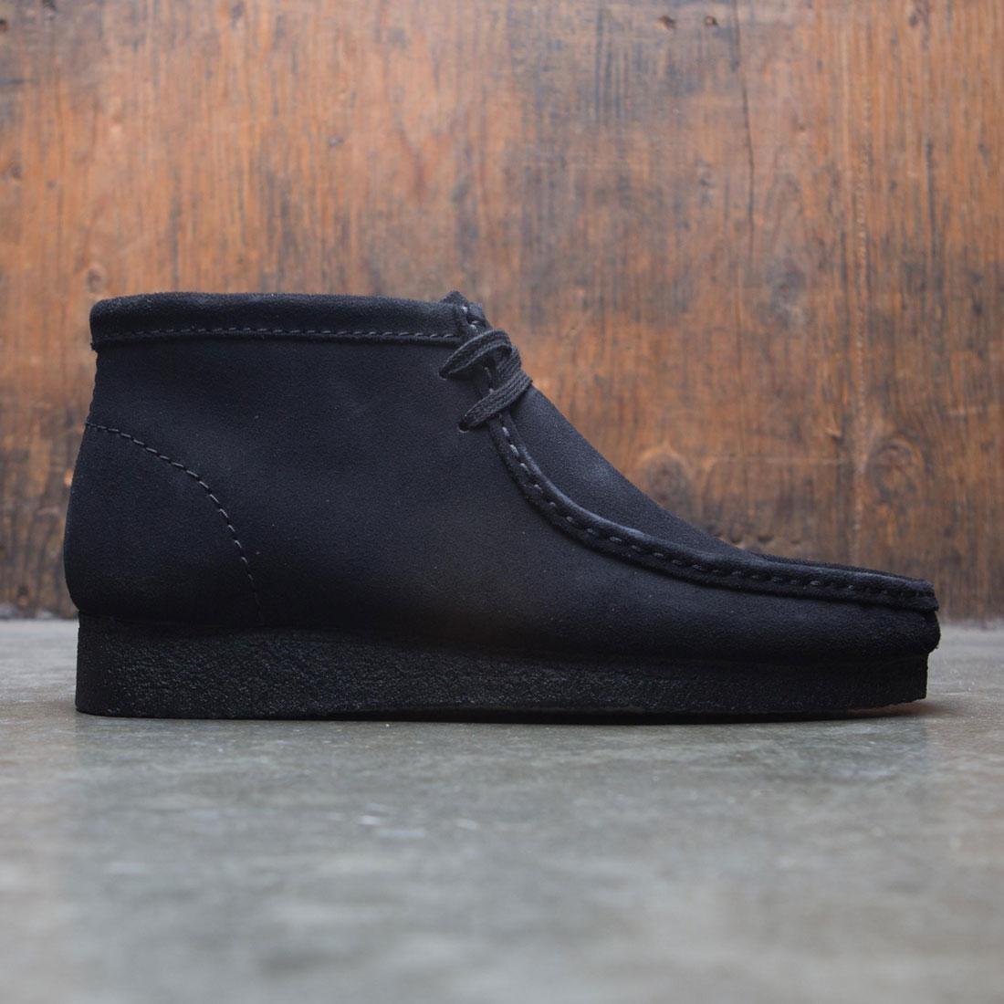 【海外限定】クラークス ブーツ メンズ靴 靴 【 CLARKS MEN WALLABEE BOOT BLACK SUEDE 】