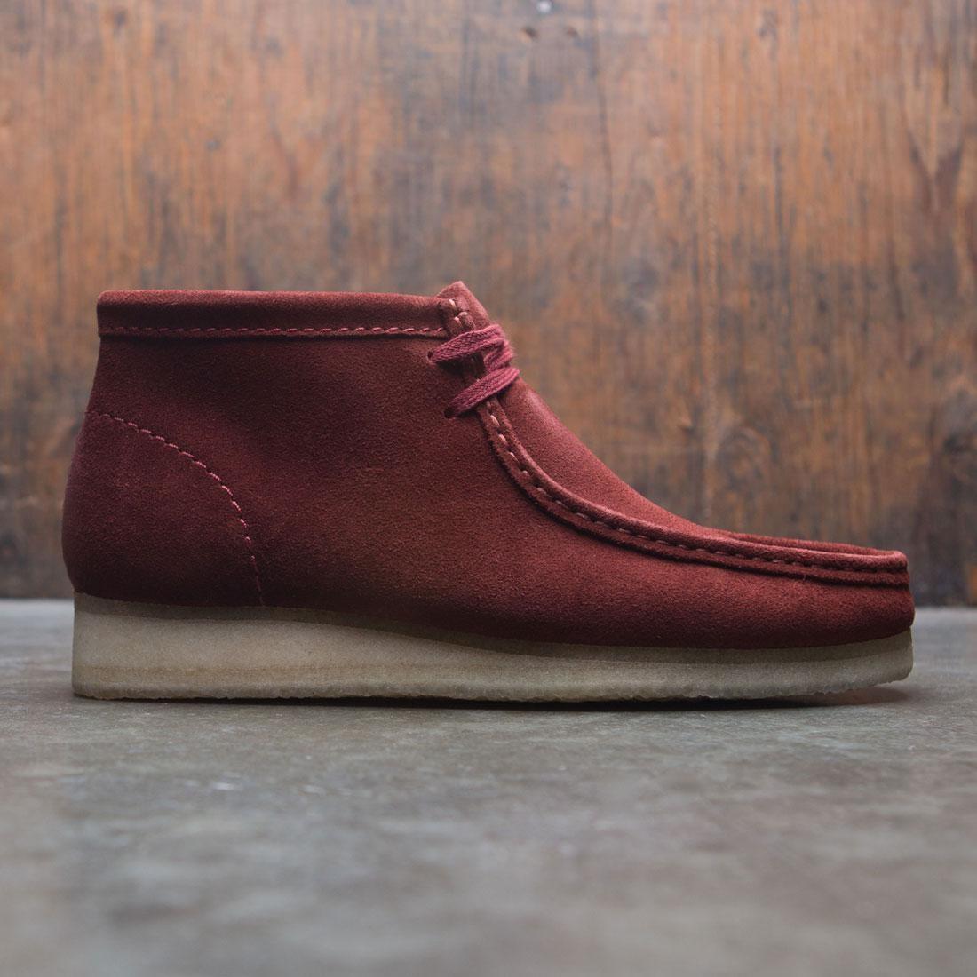 【海外限定】クラークス ブーツ 靴 メンズ靴 【 CLARKS MEN WALLABEE BOOT BROWN NUT SUEDE 】