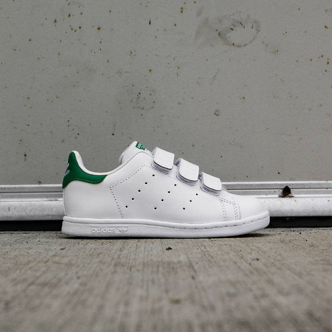 【海外限定】アディダス 靴 スニーカー 【 ADIDAS TODDLERS STAN SMITH WHITE FTWWHT GREEN 】