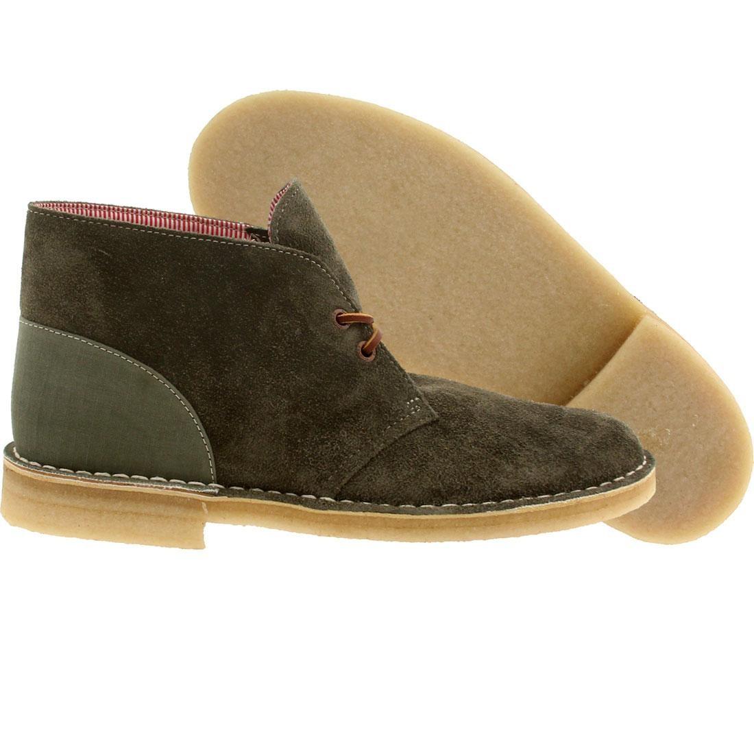 【海外限定】クラークス サプライ ブーツ 緑 グリーン 靴 メンズ靴 【 SUPPLY GREEN CLARKS X HERSCHEL CO MEN DESERT BOOT COMBI 】