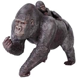 子供を背負う母ゴリラ / Female Gorilla with Baby