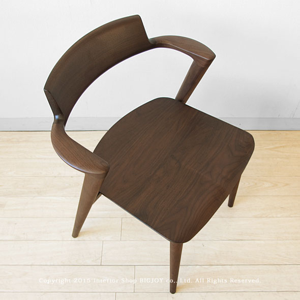 From The Backboard Ancon, After The Leg Until The Shape Is The Feature Of  This Chair.