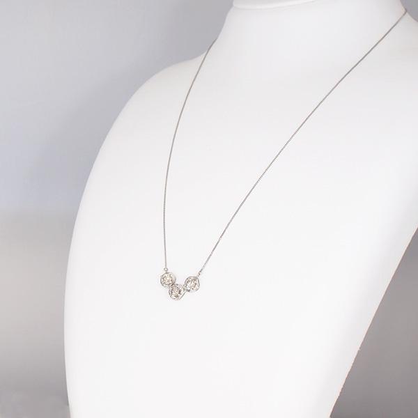 【20%OFF対象】プラチナダイヤモンドデザインネックレス Pt900/Pt850 人気のスリーストーン(3石 計0.97ct) 記念日のプレゼントに最適