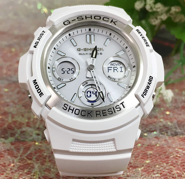 国内正規品 新品 G-SHOCK 腕時計 G-SHOCK アナデジ ソーラー 電波 Gショック ジーショック カシオ AWG-M100SMW-7AJF大人のG-SHOCK 電波ソーラー腕時計 ギフト 人気のオールホワイト ラッピング無料 g-shock