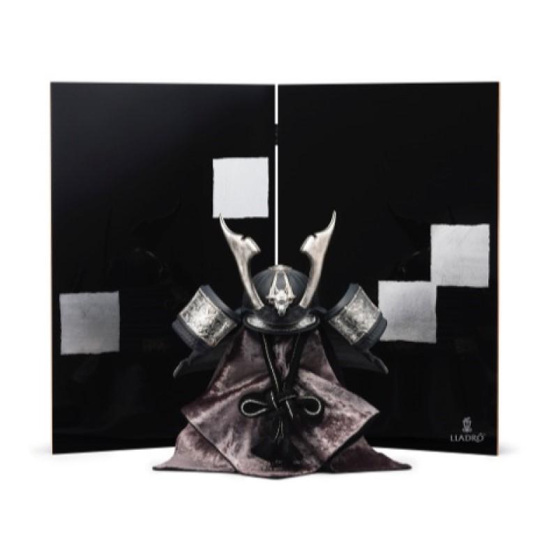 【10/31まで!カード限定エントリーでポイント最大12倍】リヤドロ LLADRO 五月人形兜(Black)屏風付き