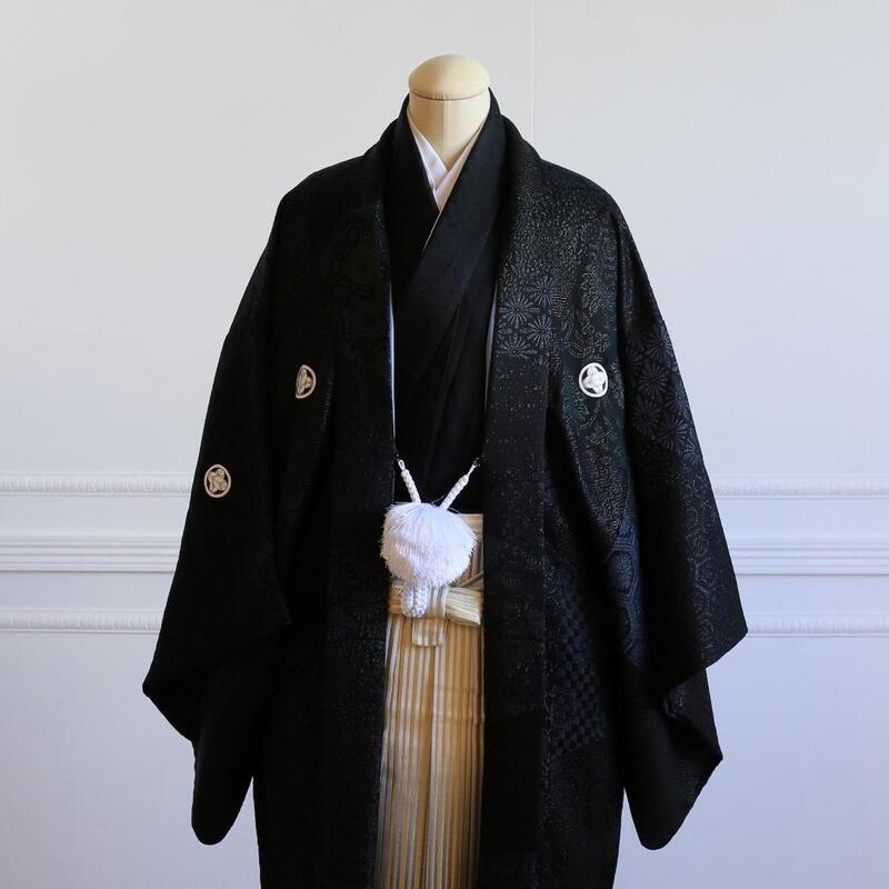 【レンタル】羽織(柄黒)・袴(ゴールドぼかし縞)フルセット【送料無料】