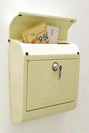 【ポスト メールボックス 郵便受け 壁掛け 壁付 おしゃれ 鍵付き 送料無料 アンティーク調 アンティーク風】メールボックス CR エンボス