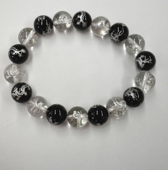 無料ラッピング お誕生日 内祝い ギフト お返し 2020 25%OFF オニキス白水晶龍彫り12ミリ 銀色 数珠 ブレスレット 天然石 パワーストーン 水晶