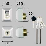 TOSTEM(LIXIL) ドア錠セット(ユーシン Wシリンダー)長方形 お使いの鍵の形状・差込み口の向きと合っていることを確認してください。商品コード : D5GZ2002 色 : グレー 内容物 : 本体×2、キー×5、取付ネジセット×1