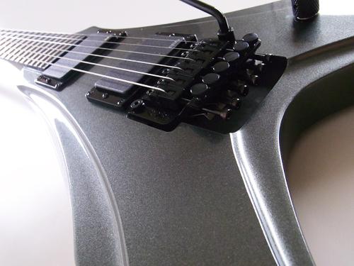 龙珠世界吉他毒液 (青铜色金属)