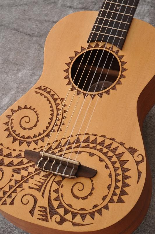 Luna Guitars Uke 6 string Tattoo bari select spruce 《6弦ウクレレ》【送料無料】【ご予約受付中】