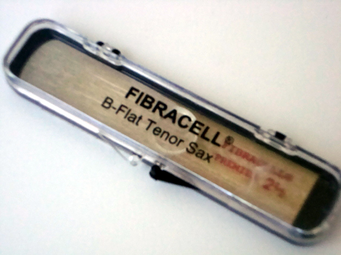 新品■送料無料■ FIBRACELL テナーサックスリード プレミア 出群 ネコポス