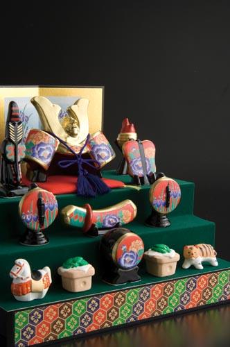 五月人形 コンパクト 陶器 小さい 兜 かぶと/ 錦彩出世兜飾り(三段) /こどもの日 端午の節句 初夏 お祝い 贈り物 プレゼント