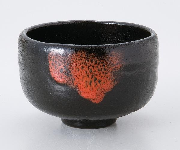 紅彩黒楽茶碗(卓山作)(桐)