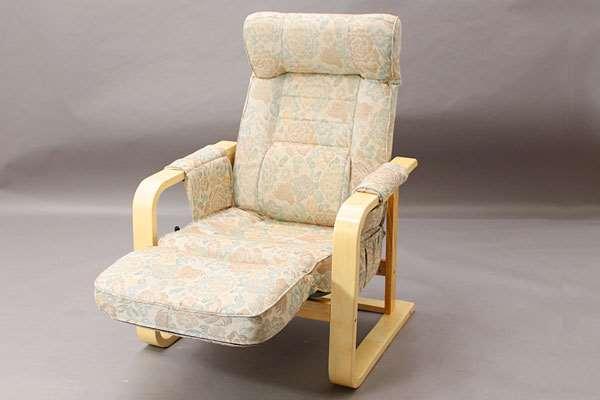 【送料無料】【代引不可】 Rリラックスチェアー アイボリー イス いす 椅子 チェアー チェア リラックスチェア 座椅子 和風リビングルーム木製 輸入品 組立品