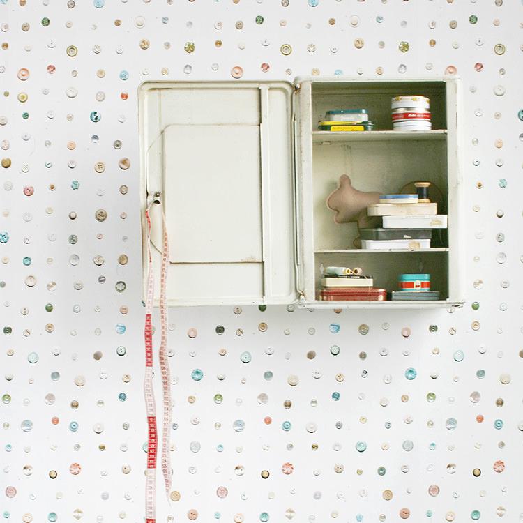 はってはがせる 輸入 壁紙 オランダ製 スタジオ・ディッテ Button 1ロール(97cm×3m)単位で販売 フリース壁紙(不織布) 壁紙屋本舗