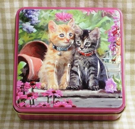 猫2匹がエンボス加工されています 受注生産品 輸入菓子 缶入りビスケット100g アメリカンショートヘア缶 ショートブレッド Grandma Wilds CAT 猫 キャット 限定モデル 輸入クッキー 子猫 グランマワイルズ輸入ビスケット