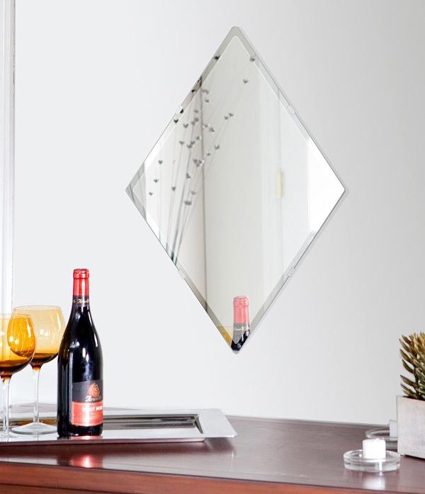 鏡 壁掛け 鏡 ミラー 日本製 高透過 超透明鏡 ロザンジュ(菱形) 420mm×630mm スーパークリアーミラー クリスタルカット 国産 フレームレスミラー 壁掛け鏡 壁掛けミラー ウォールミラー 姿見 姿見鏡 インテリアミラー (リビング、玄関、廊下、寝室など一般空間用)