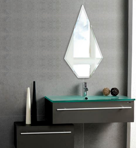洗面鏡 浴室鏡 トイレ鏡 化粧鏡 日本製 ピナクル(尖塔形) 320mm×600mm クリアーミラー クリスタルカット 国産 フレームレスミラー 風呂 鏡 壁掛け鏡 壁掛けミラー ウオールミラー 姿見 姿見鏡 ミラー
