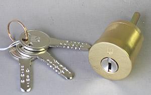 西 917 更换土卫六,Kwikset 门锁更换为更换缸 ♦ 三标准键 + 键切割一个 ♦