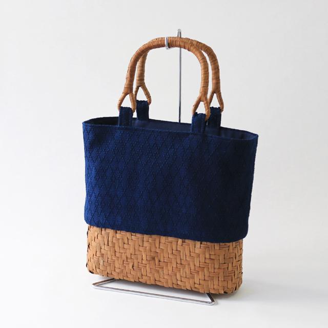 手作りキット藍染刺子織とやまぶどう籠で作るトートバッグ[セット内容]藍染刺子織(表布)・シーチング(裏布)・やまぶどう下かご 楕円 幅約25cm・やまぶどうU字取手・説明書[遠州正藍織物 クラフト 手芸]