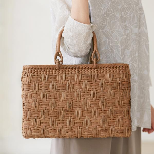 連続桝網代編みやまぶどう籠(国産材/ひご幅約6~7mm/リング取手/横長/中サイズ)(約)幅35×マチ9×本体高さ24cm(約)550g ※手作りの為、ひご幅は多少の誤差がございます。ご了承ください。[かごバッグ 鞄 山葡萄]