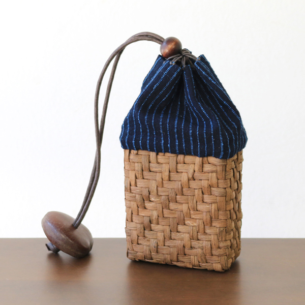 やまぶどう腰巾着(国産材/藍染刺子織・柿渋染生地)(約)幅7.5×マチ4×高さ16cm(約)70g