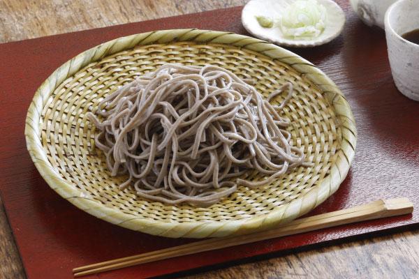 【10枚セットお買い得価格】白竹 蕎麦ざる(戸隠風)直径約24cm【盛り目安 大盛りの一人前】