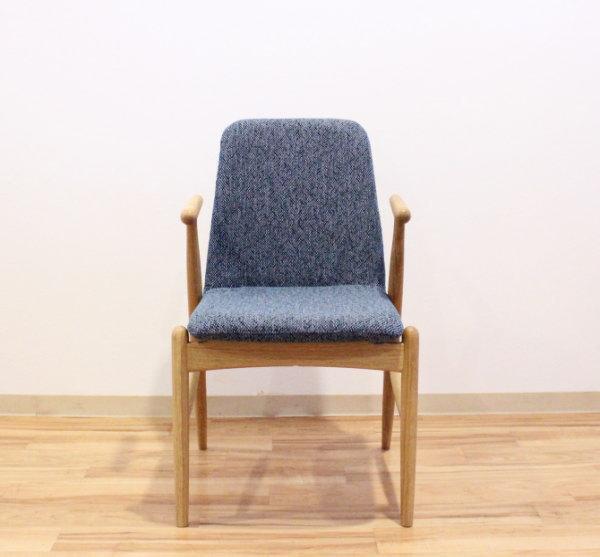 天然木ホワイトオーク・ウォールナット無垢材ダイニングチェアー貼り地・塗装色がオーダーメイドできます・カスタムオーダー国産・日本製・北欧モダン・食卓椅子・布張り・木製椅子村澤一輝デザイン・ムラサワデザイン・デザイナーズ