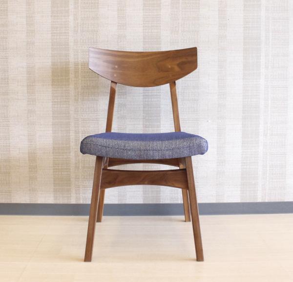 天然木ウォールナット無垢材使用のダイニングチェアー北欧モダンデザインの曲げ木加工の掛け心地のいい椅子オーダーメイド国産・日本製/食卓椅子ファブリック布張り