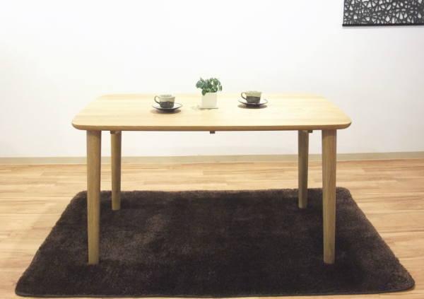 天然木オーク無垢材の角を丸くしたやさしいデザインの植物性オイル塗装仕上げダイニングテーブル・木製長方形テーパー脚4本脚シリーズ商品チェアー有り