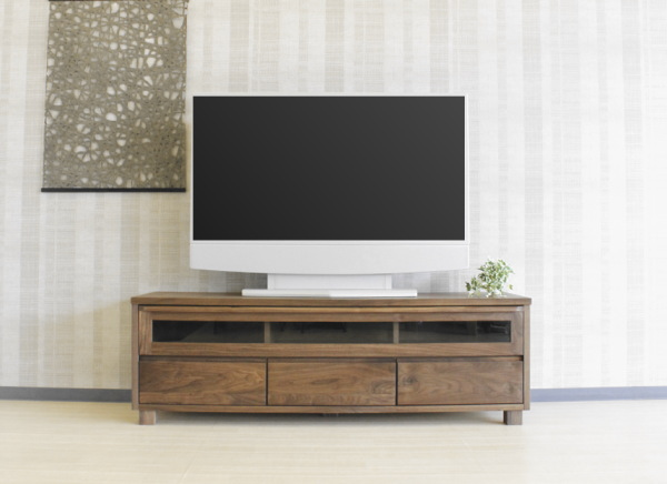 重厚感ある天然木ウォールナット無垢材使用のテレビ台前板・戸枠・脚部無垢材・天板突き板仕様・国産・日本製木製・自然塗装オイル仕上エコ仕様シリーズ商品有りレッドオーク材もあります