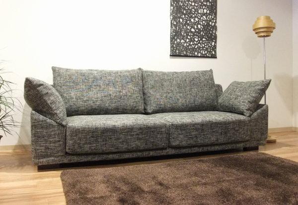 フルカバーリング式のシンプルでモダンなフォルムの国産日本製のゆったりとしたしなやかさのあるソファー長椅子サイズは10cm刻みでW170~W220cmまでオーダーできますファブリックは14色の中から選べます布張りクッション付き