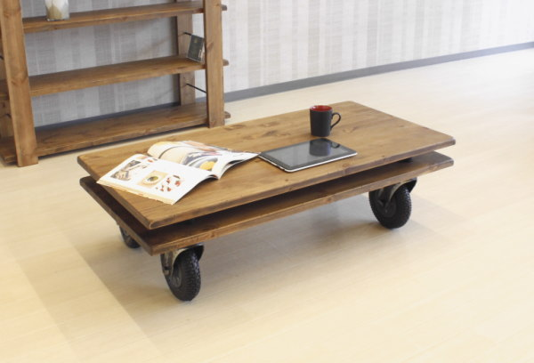 天然木パイン無垢材使用キャスター付センターテーブルヴィンテージ調表面仕上げ国産日本製リビングテーブル別注サイズオーダー承りますアンティーク風加工木製