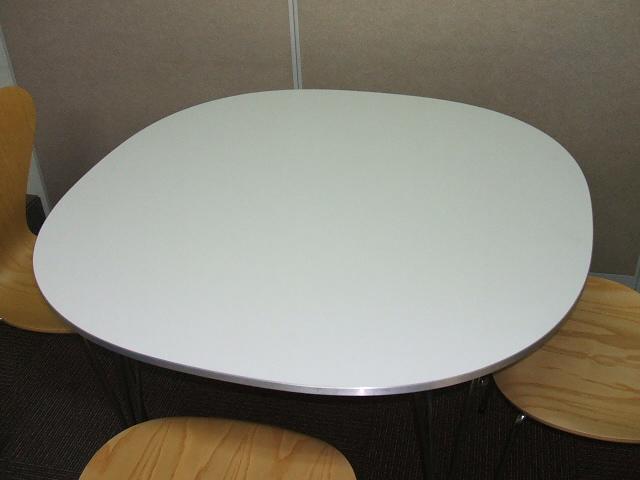 【展示品】【中古品】フリッツハンセン スーパー円テーブル ホワイト (幅1150)
