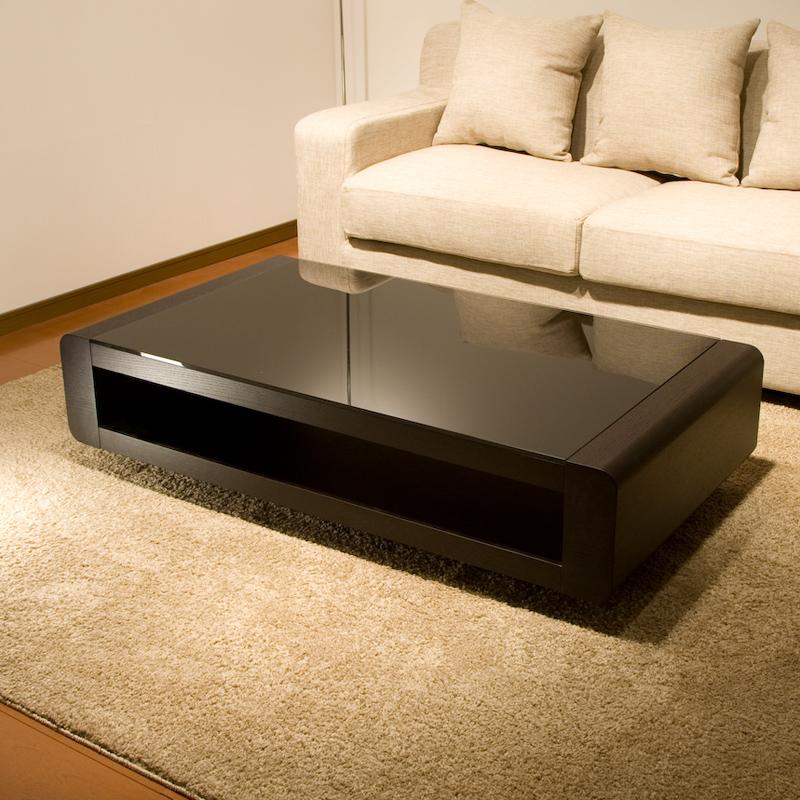 ブラックガラストップリビングテーブル/Loobモダンでクールだけれど温かみがあるテーブルです。