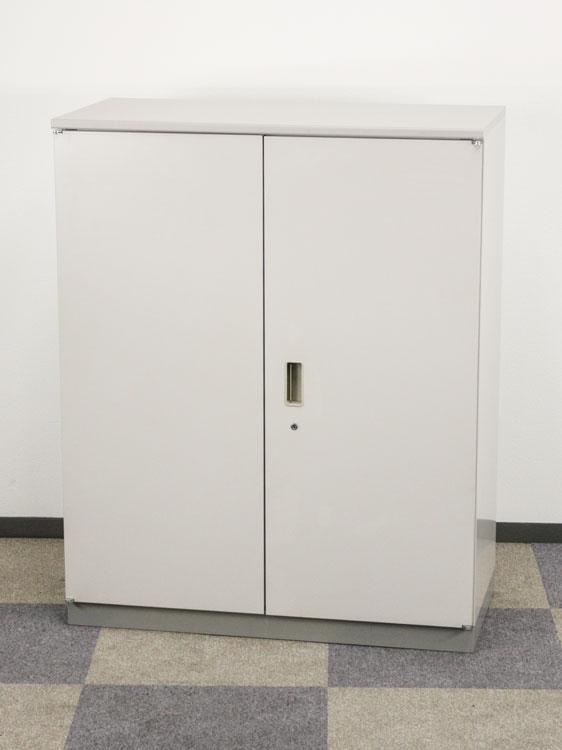 両開き書庫 3段書庫 上下兼用 両開き扉型 両開きキャビネット 中古書庫 イトーキ製:シンラインシリーズ W900xD450xH1115 HTM-109HSS-WE 中古 セット オフィス家具 ベース付き 天板付き 鍵付