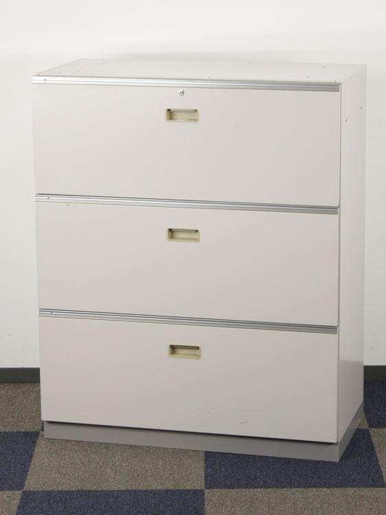 ラテラル書庫 引き出し型書庫 3段書庫 イトーキ製:シンラインシリーズ W900xD450xH1098 HTM-109AAS-WE 中古 セット オフィス家具 3段 鍵付 ベース付き