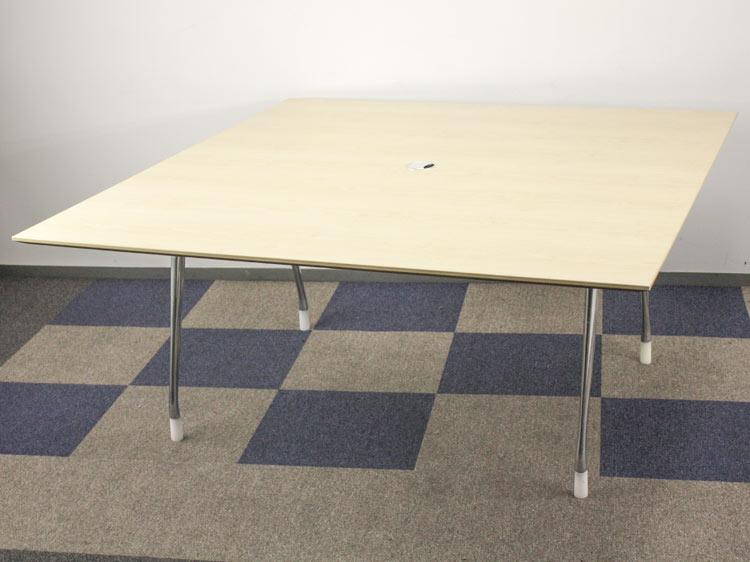 ミーティングテーブル 大判会議テーブル テーブル 中古テーブル ※搬入経路を必ずお確かめ下さい Herman Miller製:adHOCシリーズ W1695xD1595xH745 中古 セット オフィス家具 デザイナーズ家具
