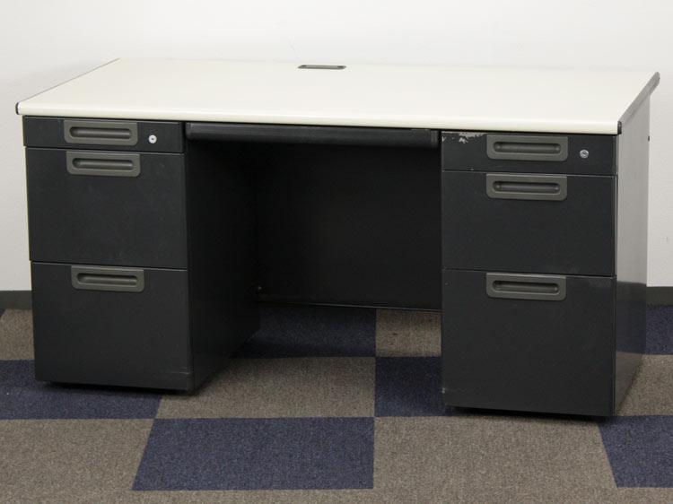 両袖デスク 両袖机 役員用デスク 事務デスク 中古デスク プラス製 W1400xD700xH700 LA-T147 中古 セット オフィス家具 鍵付