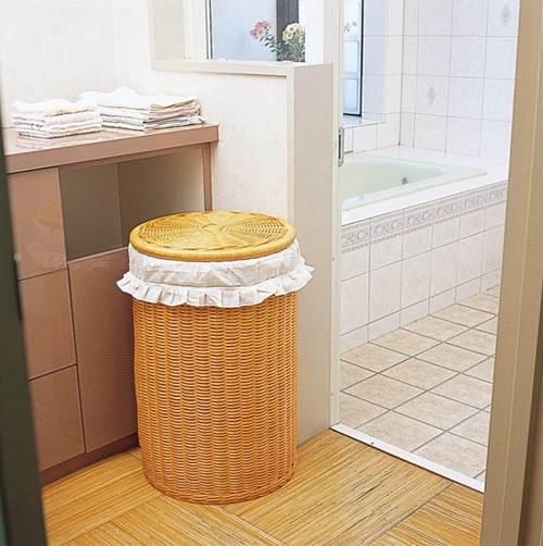 清潔きれいなスルームで気持ちのいい湯上がりを ランドリー(フリル付) 収納家具 ランドリーバスケット 洗濯籠 洗濯カゴ 籐製 ラタン