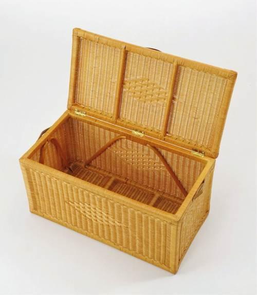 良質な籐丸芯を編み込んで作られたフレームに牛革の取っ手が素敵。 フタ付バスケット(大) イス・チェア 座椅子 革(レザー) 送料無料