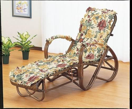 使い込むほど艶が増すダークブラウンカラーです。ファブリックカバー付で冬場も快適にご使用になれます。 籐三ツ折寝座椅子 ファブリックカバー付 イス・チェア 籐製 送料無料