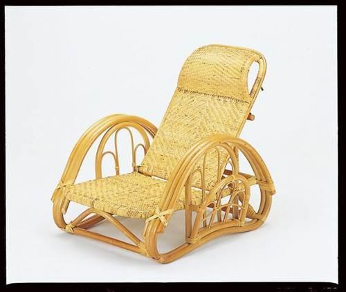 和洋室問わずお部屋に溶け込むデザインです。 籐リクライニング座椅子ブラウン色 イス・チェア 籐製 送料無料