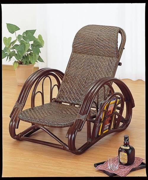和洋室問わずお部屋に溶け込むデザインです。 籐リクライニング座椅子 ダークブラウン色 イス・チェア 籐製 送料無料