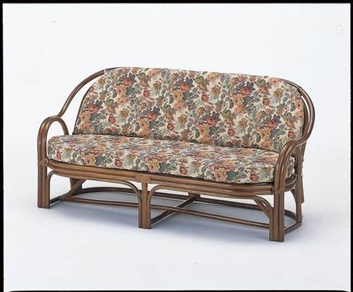 背は美しいカゴメ編み、座面は丈夫なアジロ編みを施し、クッションを外しても使用可能で一年中を通して快適にご使用いただけます。 3Pラブソファー イス・チェア 座椅子 籐製 送料無料