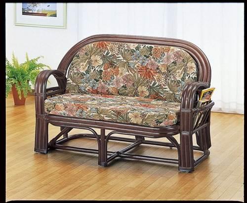 両サイドに便利なマガジンポケット付。 ラブソファー イス・チェア 座椅子 籐製 送料無料