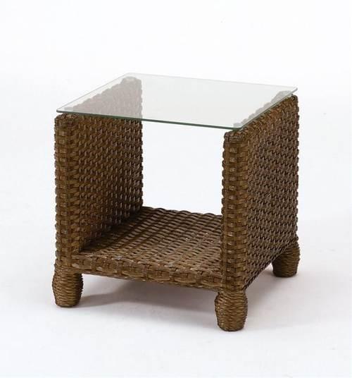 ソファーやベッドサイドに最適な籐製サイドテーブルです。 テーブル