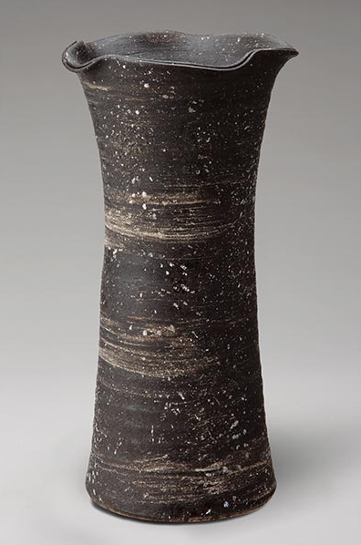 黒刷毛目花入 伝統的な味わいのある信楽焼き 花瓶 花入れ 和テイスト 陶器 日本製 信楽焼 花器 焼き物 和風 しがらき